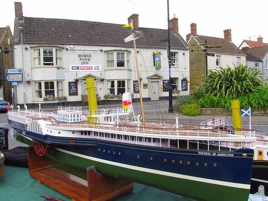 Castle Cary, UK: pub front