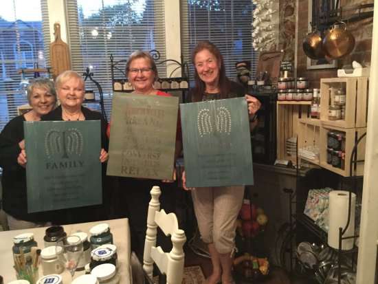 """Brighton, كندا: Our very first """"Wine and Design"""" workshop was a stencilling workshop using Fusion Mineral Paint."""