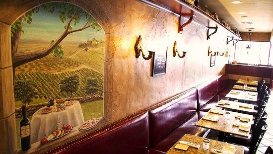 Pomodoro Pizzeria & Trattoria: The decor