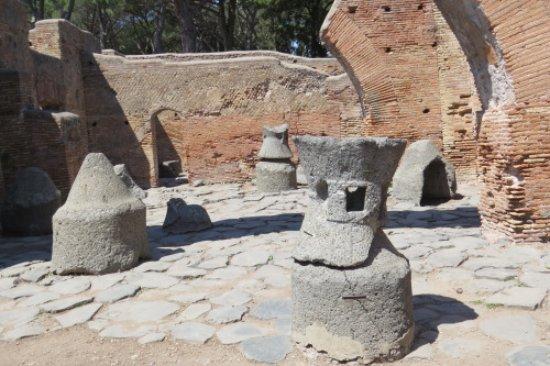 Ostia Antica, quartier des meuniers.