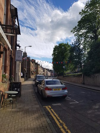 Jedburgh, UK: Outside looking up the high street