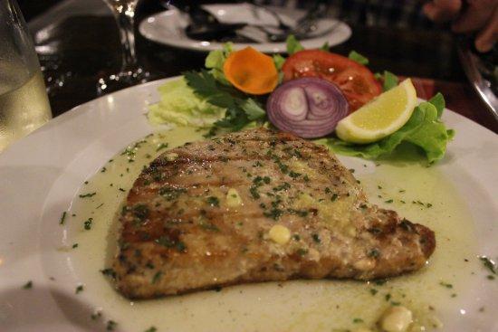 Vinisce, Hırvatistan: Seared tuna dish