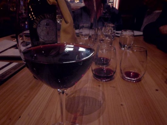 Cottonwood, Аризона: Sharing a bottle of wine at Merkin Osteria