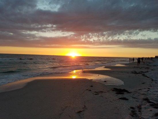 بيلمار بيتش ريزورت: Sunset in front of bilmar beach resort