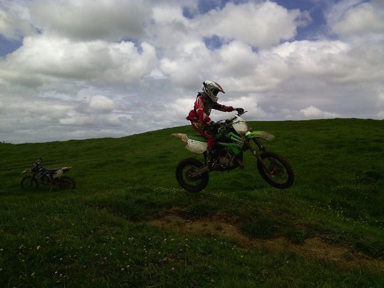 Tuakau, Yeni Zelanda: Kids track Nephew at 12 on his first bike