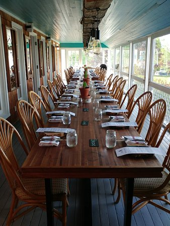 Bay Fortune, Kanada: Family Style seating - you never know who you'll sit next to!