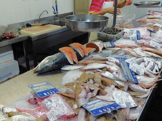 Sanlúcar de Barrameda, España: Vielfältiges Angebot an Fischen und Meeresfrüchten