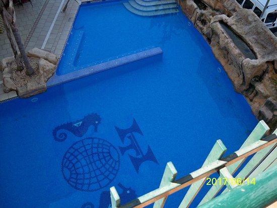 Terramar Hotel : Hangulatos, gyerekbarát medence. Össz. 8 db. napágy. Érdemes időben foglalni. Nyitás kb. 10-kor