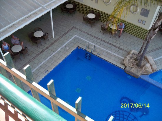 Terramar Hotel : A medence és a bár terasza.