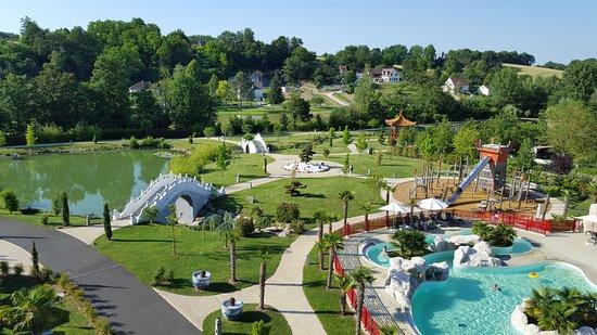 Vue sur la piscine et le parc de jeu pour les enfants for Appart hotel zoo de beauval