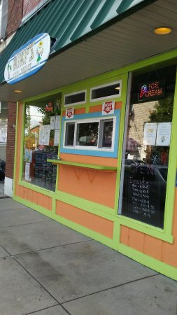 New Cumberland, PA: Kiki's Sidewalk Window For Outside Orders!