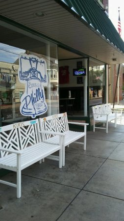 New Cumberland, PA: Comfy Benches At The Entrance Are Very Inviting!