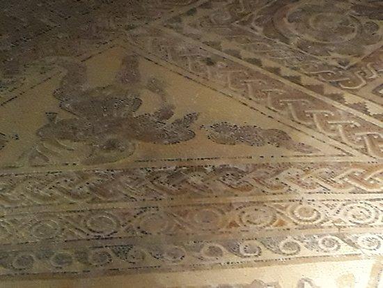 Yanworth, UK: Mosaic in dining room