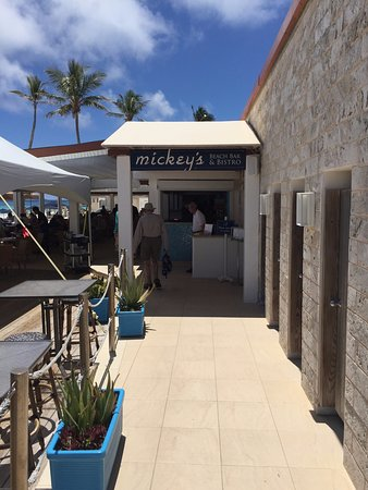 Elbow Beach, Bermuda: Mickey's bar...checkin