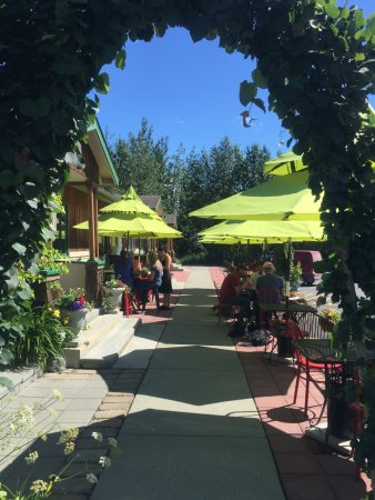 Wasilla, Alaska: Patio Dining