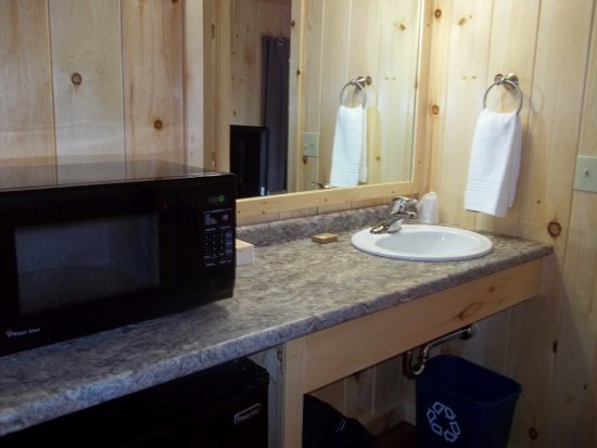 Wiscasset, ME: Cottage suite sink, microwave, fridge
