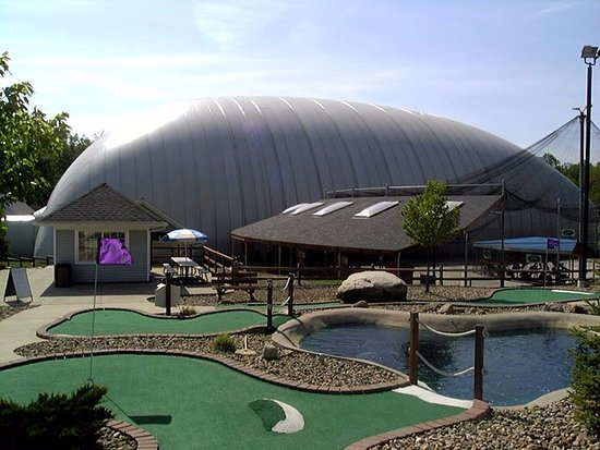 Chagrin Falls, Огайо: 18-hole miniature golf course, 6 baseball/softball batting cages and indoor golf driving range