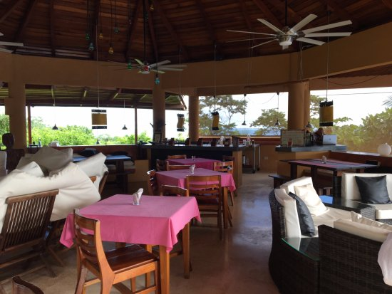Mal Pais, Costa Rica: Central eating area