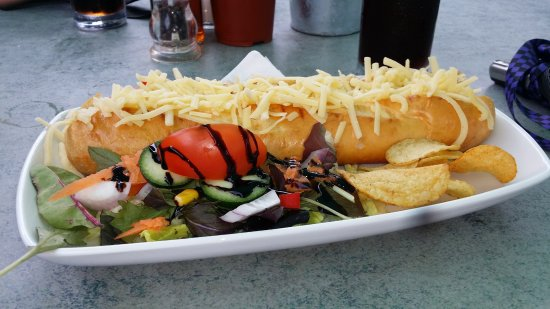 Beddgelert, UK: Cheese & red onion chutney baguette served with small side salad.