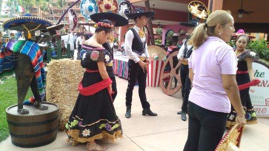 Villa del Palmar Beach Resort & Spa: Fiesta entertainment at the resort.