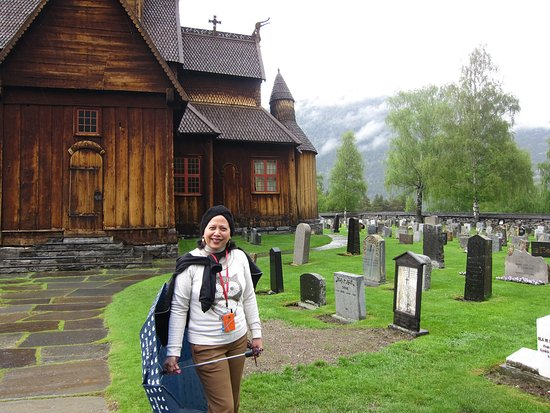 Lom, Norway: Church and graveyard