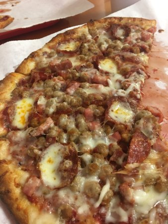 Lebanon, TN: Meat lovers pizza