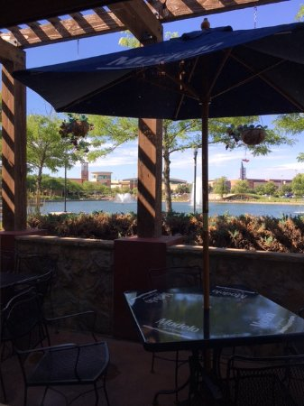 West Des Moines, IA: View from inside the restaurant towards lake and outside eating patio