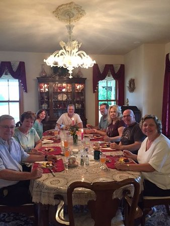 Ephrata, Pensilvania: All the overnight guests at a glorious breakfast