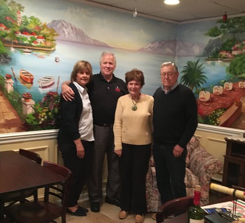 Hatfield, Pennsylvanie : Friends for dinner at Bella Italia