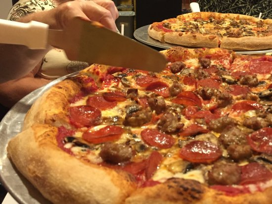 Maria's Pizzeria & Restaurant: Thin crust with sausage, pepperoni and mushrooms - tasted as good as it looks!