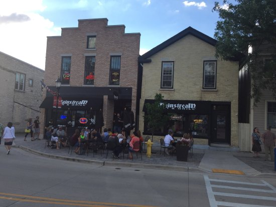 Waukesha, WI: Great Friday Night Live Option with extra indoor and outdoor seating.