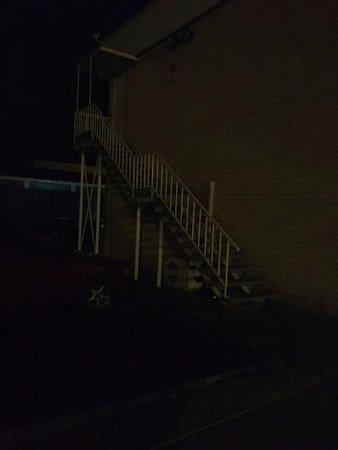 Bongaree, Australia: Access stairs - dark and dangerous