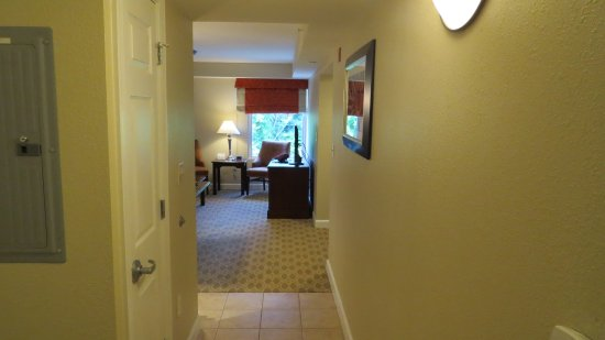 Bluegreen Vacations Patrick Henry Sqr, Ascend Resort Collection: Entry hall to room
