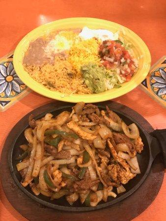 Guadalajara Restaurant: Chicken and steak fajitas