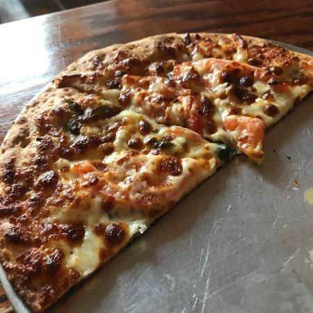 Cape Girardeau, MO: Margherita pizza