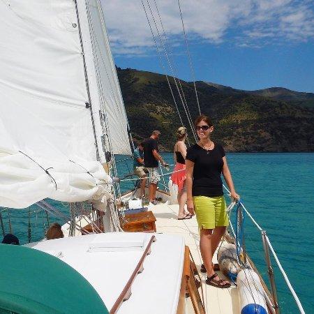 Akaroa, Nova Zelândia: Relaxing on the bow