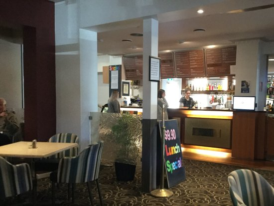 Warragul, Australie : Dining area and bar area