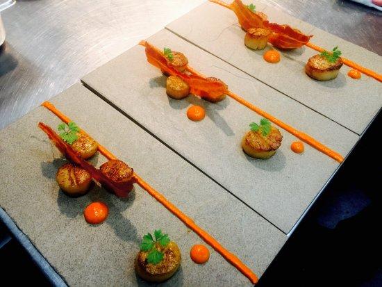 Thirroul, Australia: Scallops - Romesco - Pancetta