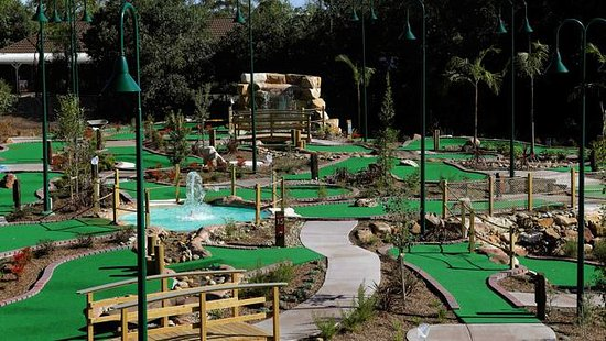 Thornleigh, Australia: Our 36 hole mini golf!