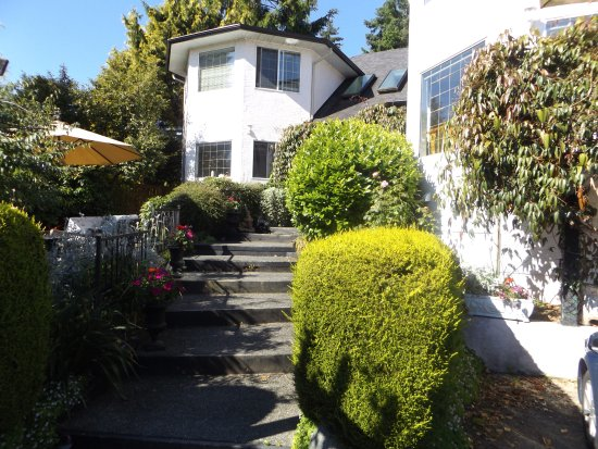 North Saanich, Canada: By the Sea BnB
