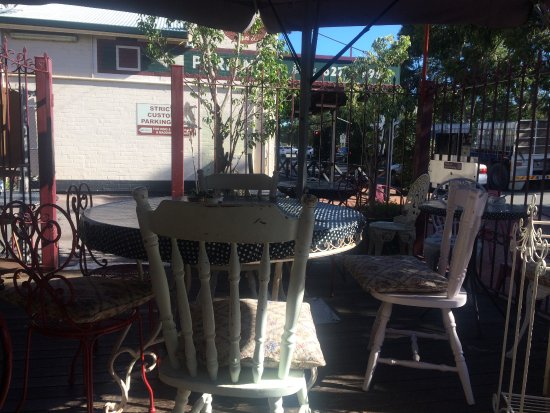 Guildford, Australia: Outside seating