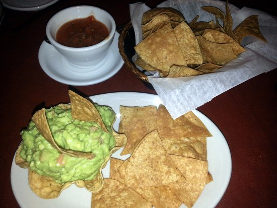 Glenview, IL: table nachos and the small guacamole appetizer