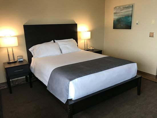 Simon Hotel: Clean and spacious room