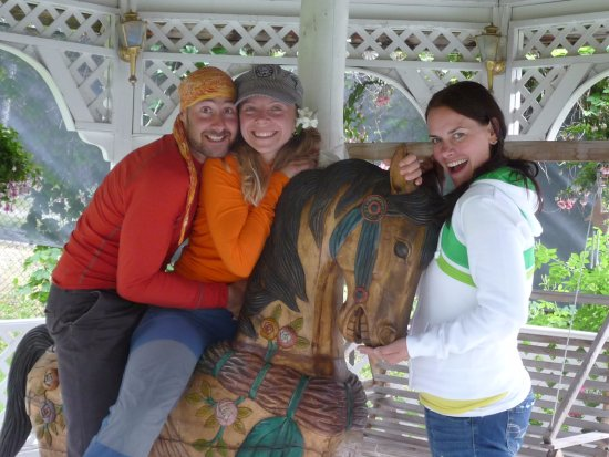 Fairmont Hot Springs, Canada: Time for a family photo in the Trojan horse gazebo...