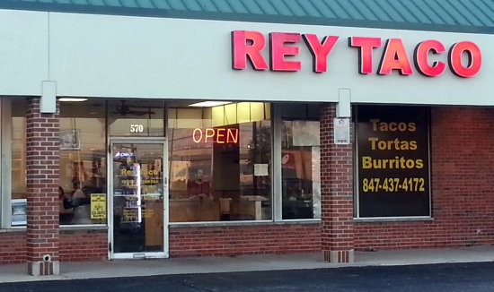 Elk Grove Village, إلينوي: front of & entrance to Rey Taco