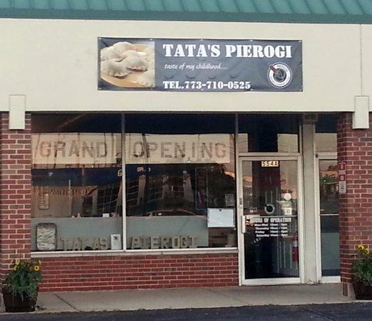 Elk Grove Village, إلينوي: front of & entrance to Tata's Pierogi