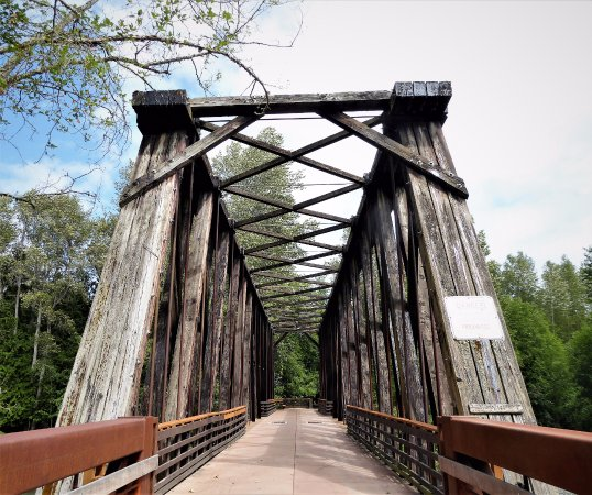 Sequim, Вашингтон: This railroad bridge has been converted into a bridge for pedestrians and bicyclists. It's a gre
