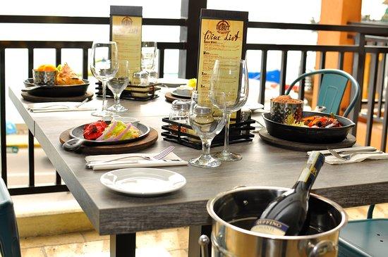 Debut Fine Wine & Grill: Sea View