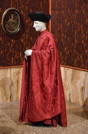 Palazzo Mocenigo: last show of dummies in costumes