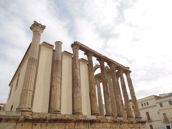 Templo de Diana: vue sur coté
